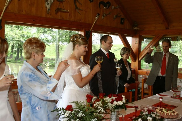 Pripitek s rodici a svatebcany