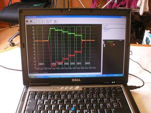 Blower door test 4 izbového bytu. Pekný graf - horší výsledok - n50 = 4,0. Čakal som rozhodne lepšie.