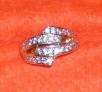Kubko a Dzinko - tento prstienkok som dostala par tyzdnov pred tym, ako ma moj milovany poziadal prvy krat o ruku