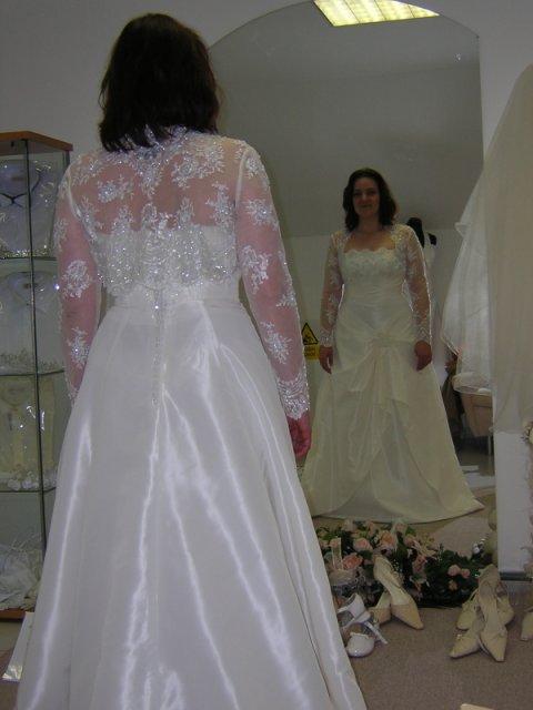Kubko a Dzinko - šaty 3, kufor uz mam zbaleny, mozem ist na dovolenku, ale ten obraz v zrkadle sa mi paci