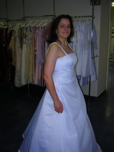 Kubko a Dzinko - šaty 5, zboku nevyzeraju bohvieako, a ze sa viem pekne tvarit?