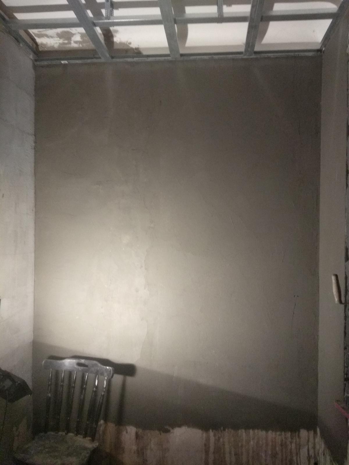 Náš boj - No, konečne zase raz trochu produktívny večer.. :D natiahla som steny v polovici kúpeľne, na ten spodok pôjde ešte ytong okolo vane :)