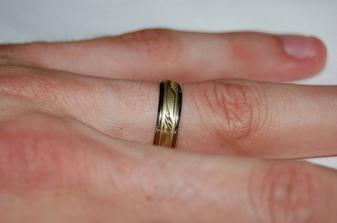 Naše prstýnky, tedy vlastněn manželův