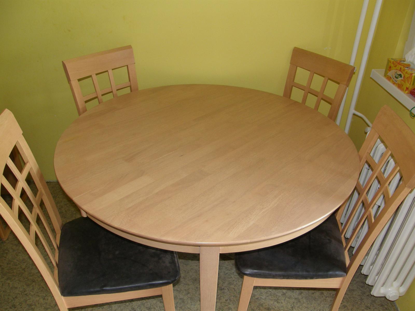 Jedálenský stol so stoličkami - Obrázok č. 1