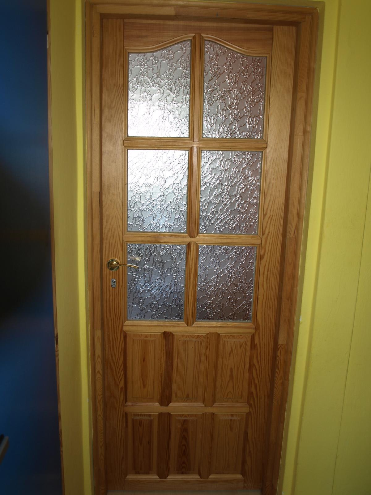 Drevené dvere presklené so zárubnou a klučkou - Obrázok č. 1