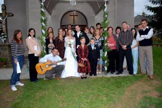 Títo ľudkovia urobili moju svadbu ešte krajšou,...nádherne mi spievali. Za čo im ďakujem:D