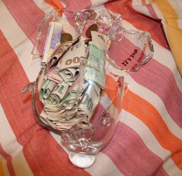Zuzana{{_AND_}}Lukáš - Zabíjačka - prasátko na malé mateláče ze svatební tomboly,  rozbité 1. 2. 2009 - vybráno celkem 7 231 Kč. Moc děkujeme všem dárcům.