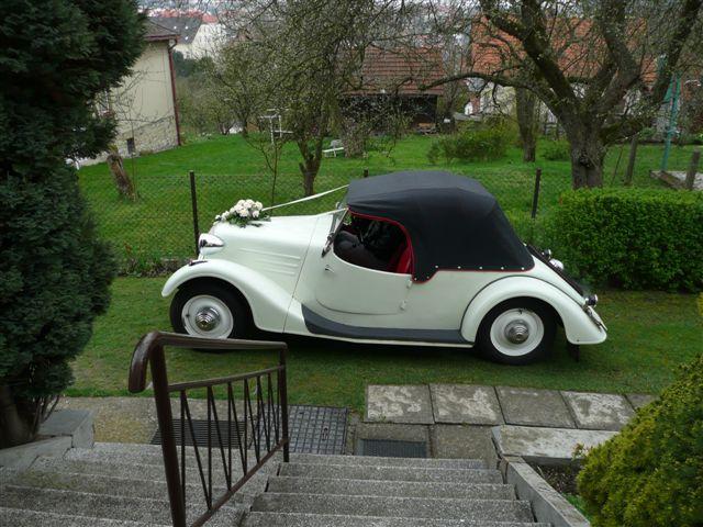 Svatební veteráni - Tatra 57 a Sport - Když poprchává, vypadá auto takto.