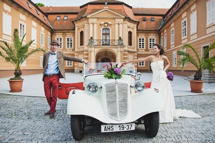 Rádi zajistíme svatební dopravu veteránem! - Tatra 57a Sport 1937, zámek Štiřín