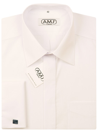 Ženichova smetanová košile .. k tomu je malinko tmavší smetanová kravata