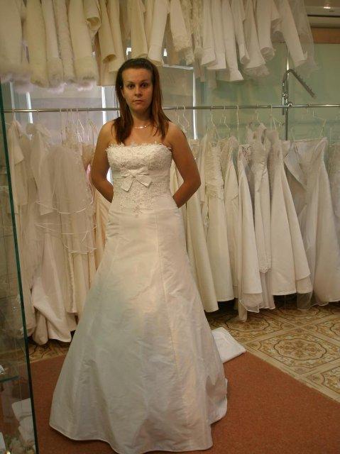 Janka a Patrik - pekne ale nie na mne.Skušala som aj viacere šaty,ale vybil sa mi fotak.šikulka