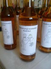 dnes som nalepovala etikety na flaše