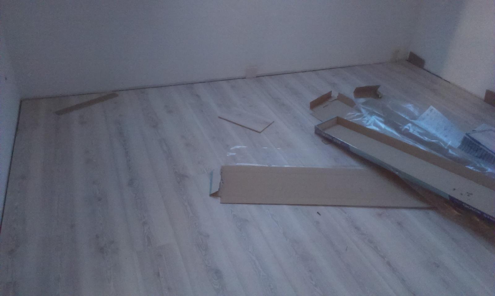 Nova 77 - 8. deň montáže sa niesol v znamení podláh a kúpelní :-) A dobrá správa, dom bude hotový o deň skor :-)