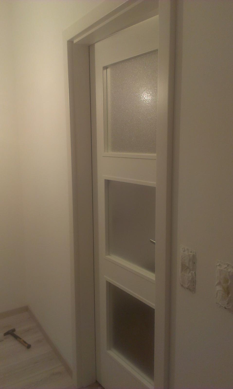 Nova 77 - dvere do kúpelne - boli sme zvedaví na to presklenie a sme nadšení