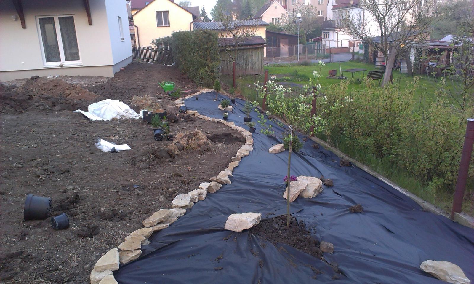 Záhrada - záhrada v zápale práce :-)