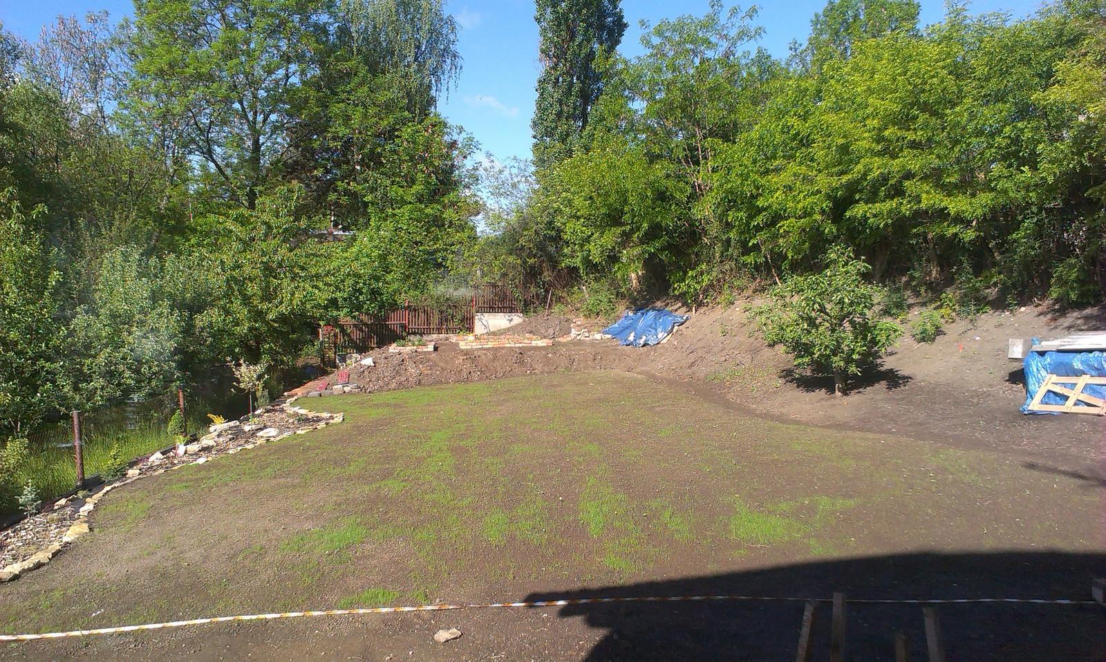Záhrada - za ďalšie 3 dní - už je to fukot ako to lezie, 1cm za minútu :-))