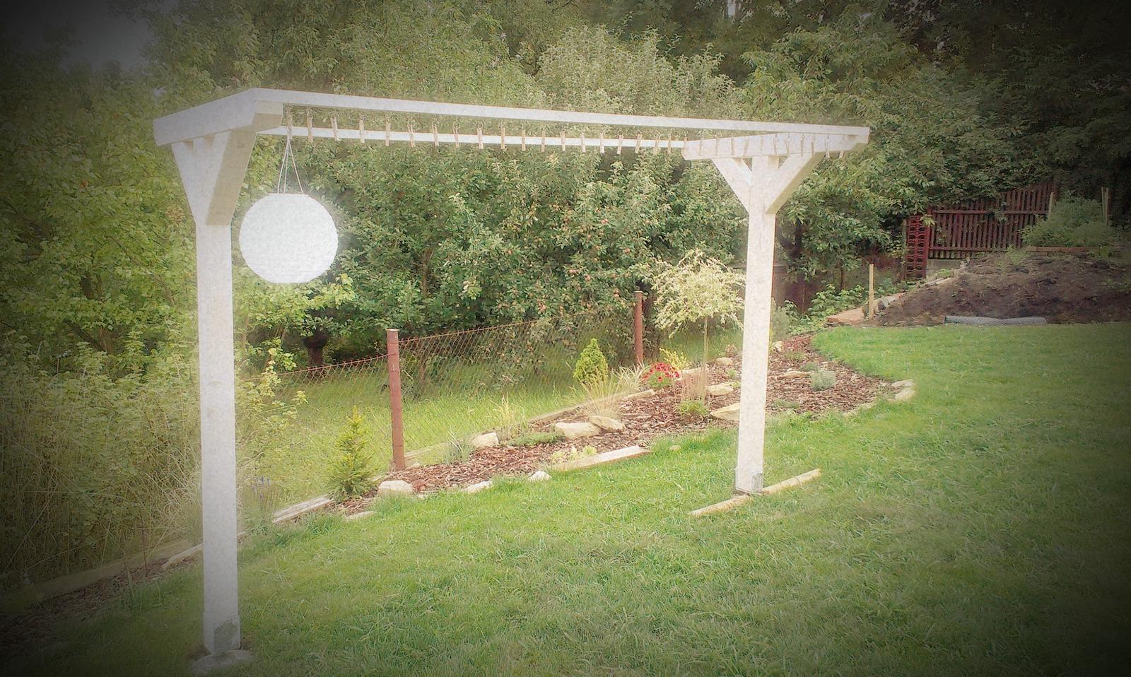 Záhrada - tadáááá, stojí, ešte snúra a možem začať testovať