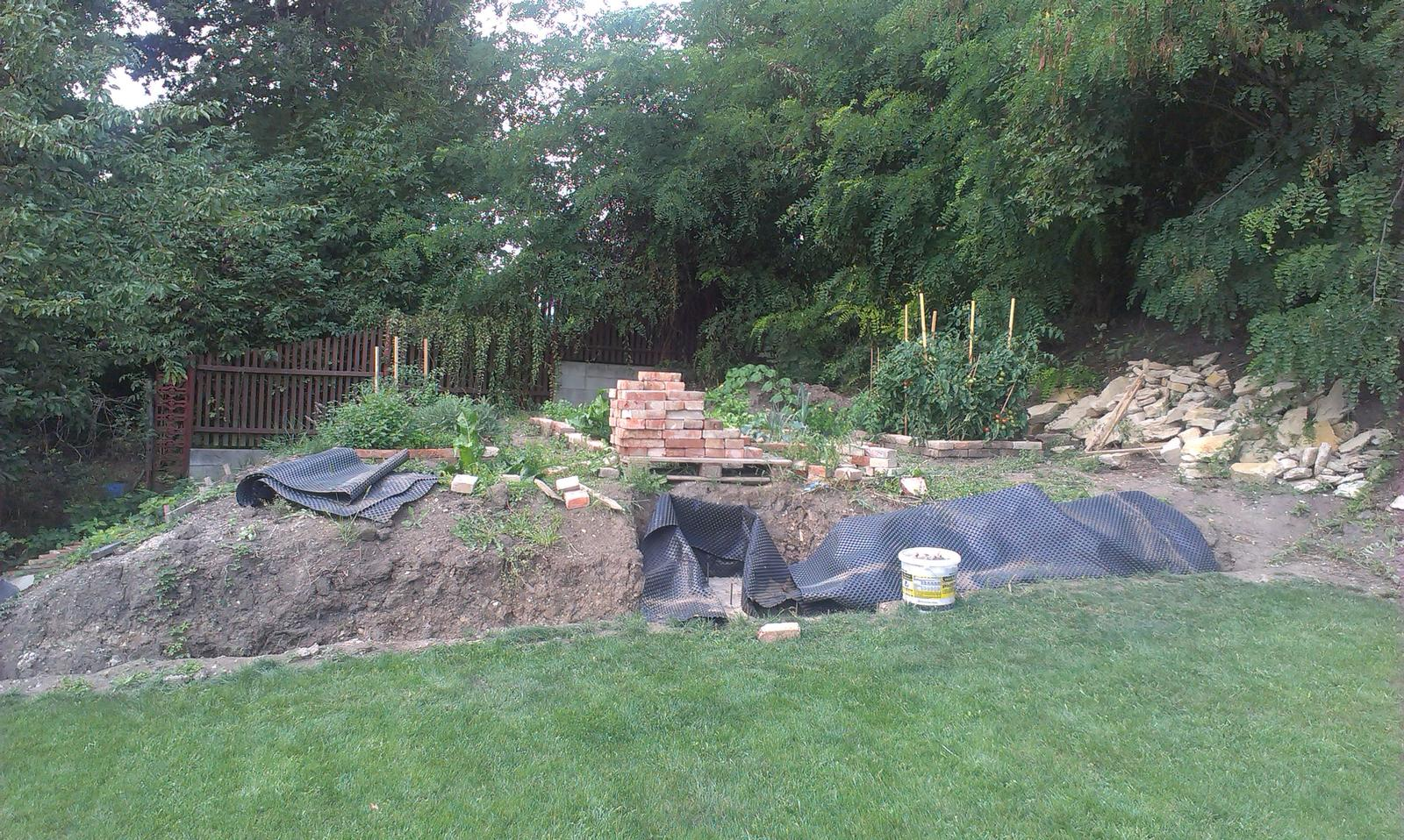 Záhrada - izolujeme a máme technologickú pauzu (olá olá dovolenka volá)