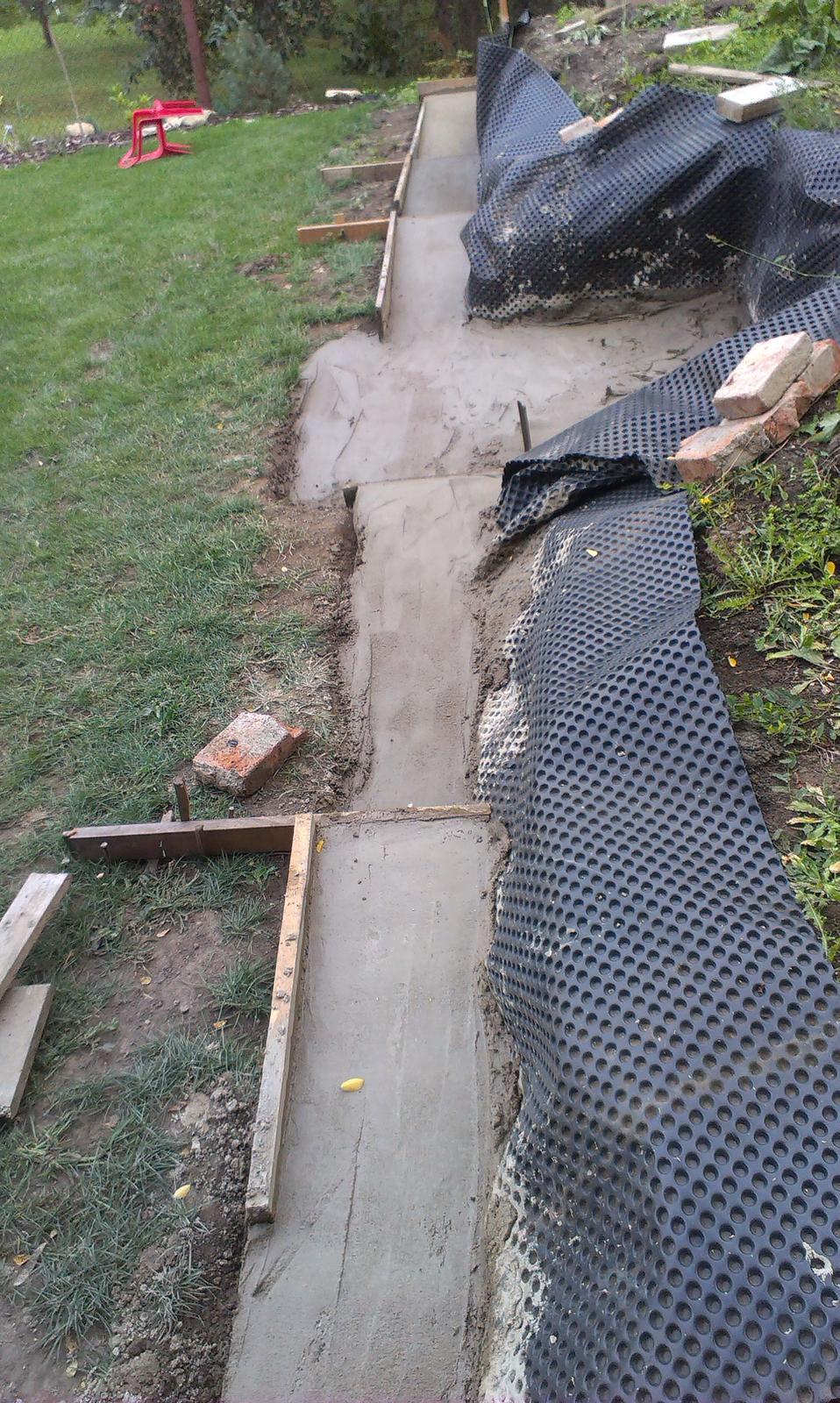 Záhrada - Dnes bol na pláne BETON - a nebola to bohužiaľ Becherovka+Tonic....