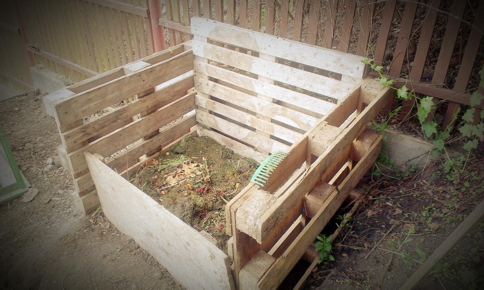 Záhrada - Dočasný kompost - už odpočitáva hodiny do výmeny