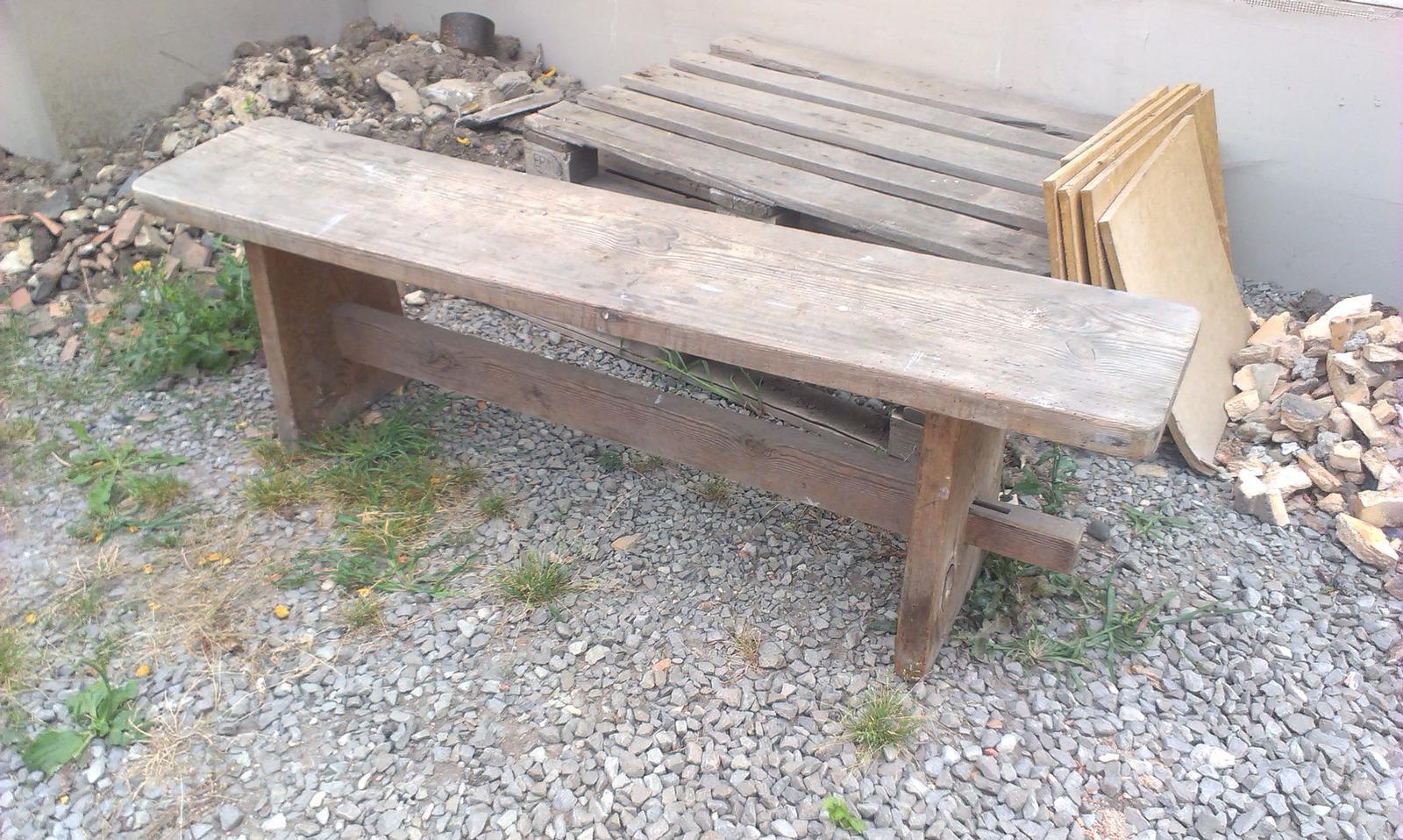 HAND MADE - Vykšeftovala som si starú masívnu lavičku, to bude pracovný víkend - Lignofix, brúska a vosk - už sa teším :-)