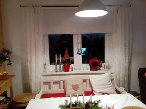 Vianočná úprava okna a skor také zútulnenie