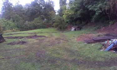 Tak túto fotku som teraz náhodou našla - je to pohlad na našu záhradu z terasy - no mazec!! :-)