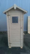 To je ona - latrína! No nie je to pekný domček na náradie?? :-))))