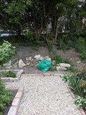 Vybraná lokalita na umiestnenie. Aspoň došlo aj na vyčistenie tohto kútu našej záhrady.