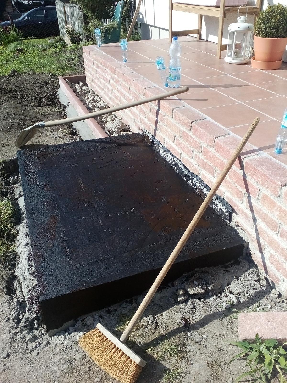 Schody do domu - projekt r.2016 - Skúšame tekutý asfalt