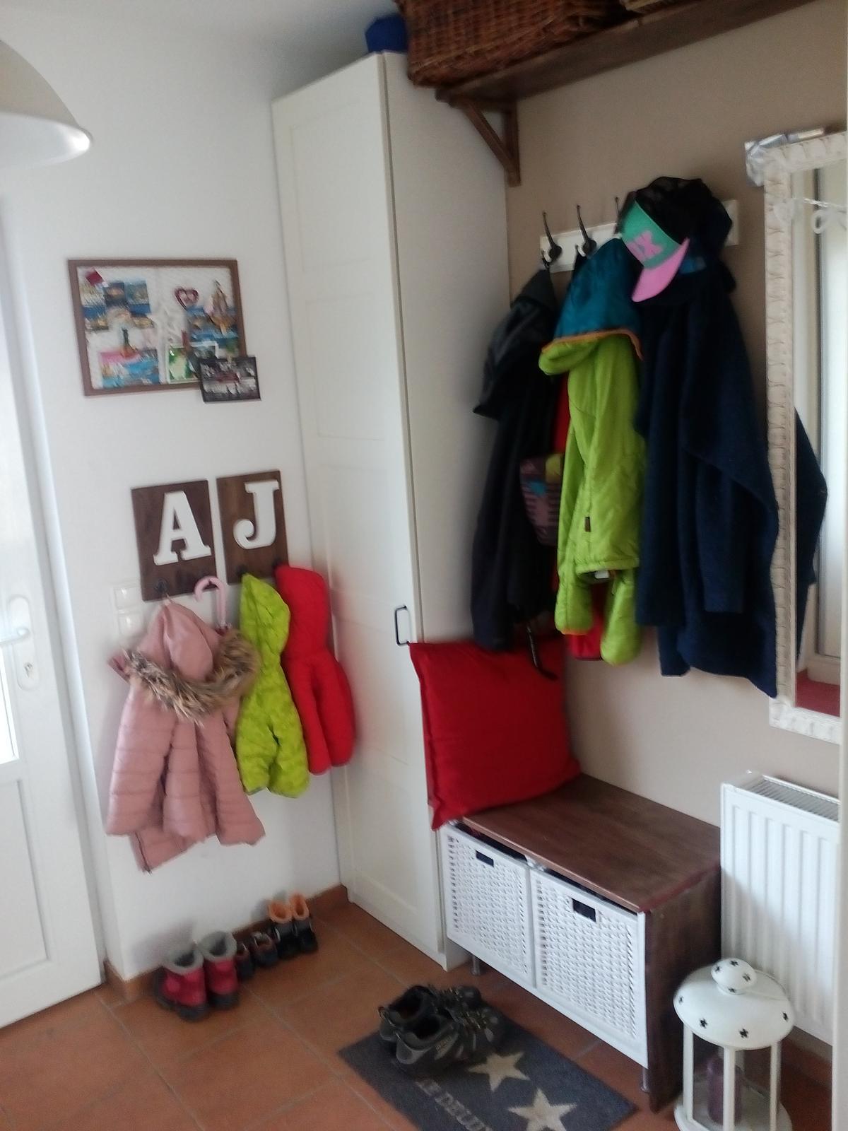 """Zariaďujem a ,,tuningujem"""" :-) - Aby sa deti nemohli vyhovárať, že nemajú kam vešať bundy! :-)"""