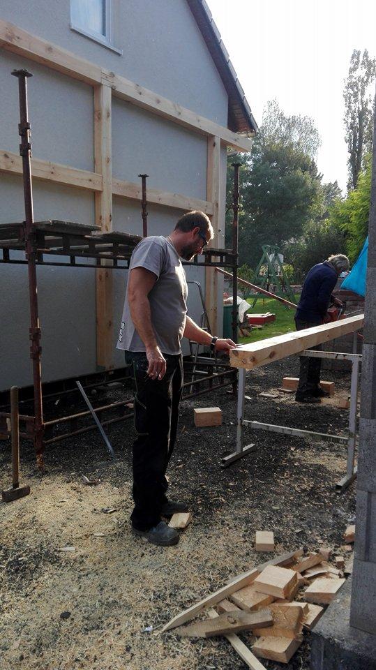 Garážové stánie - projekt r. 2017 - Príprava na zajtra, budeme robiť strechu.
