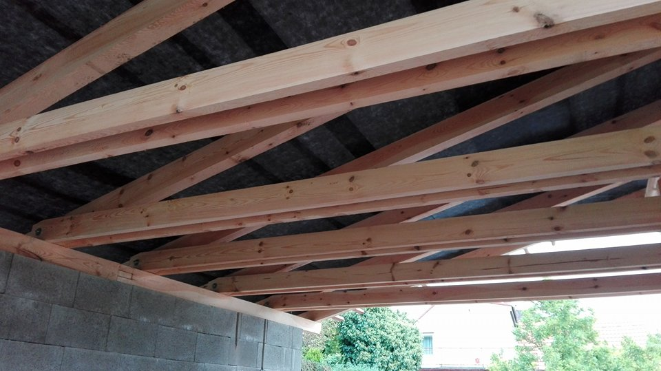 Garážové stánie - projekt r. 2017 - začalo pršať tak sme to akurát stihli zakryť,končí 4.montážny deň predčasne ale zatial veľká spokojnosť
