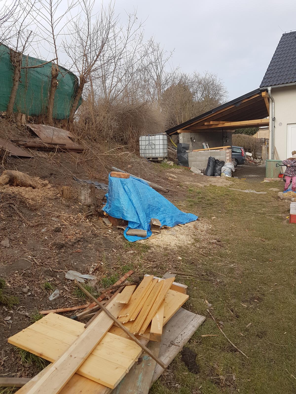 Drevník a kafé kútik - projekt roku  2018 - Drevniky padli, čistka pokračuje.