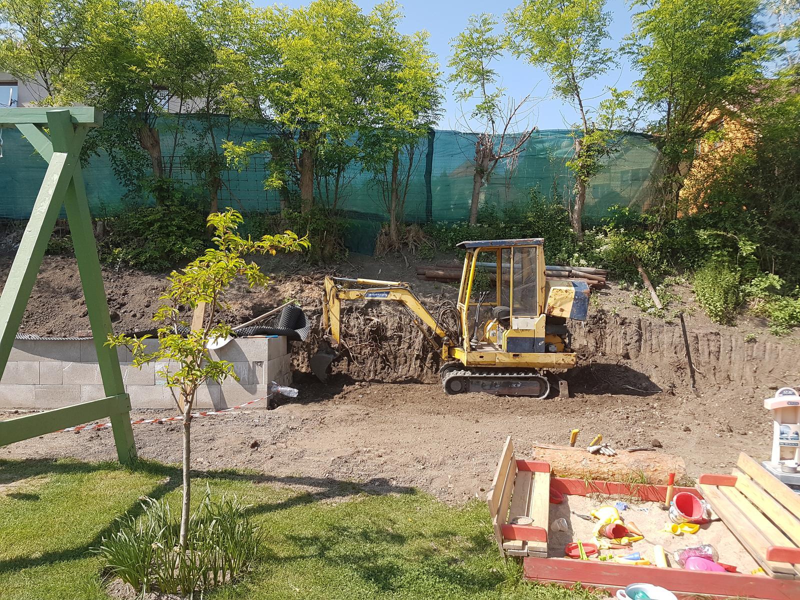 Drevník a kafé kútik - projekt roku  2018 - Bagrujeme 2.časť - drevník