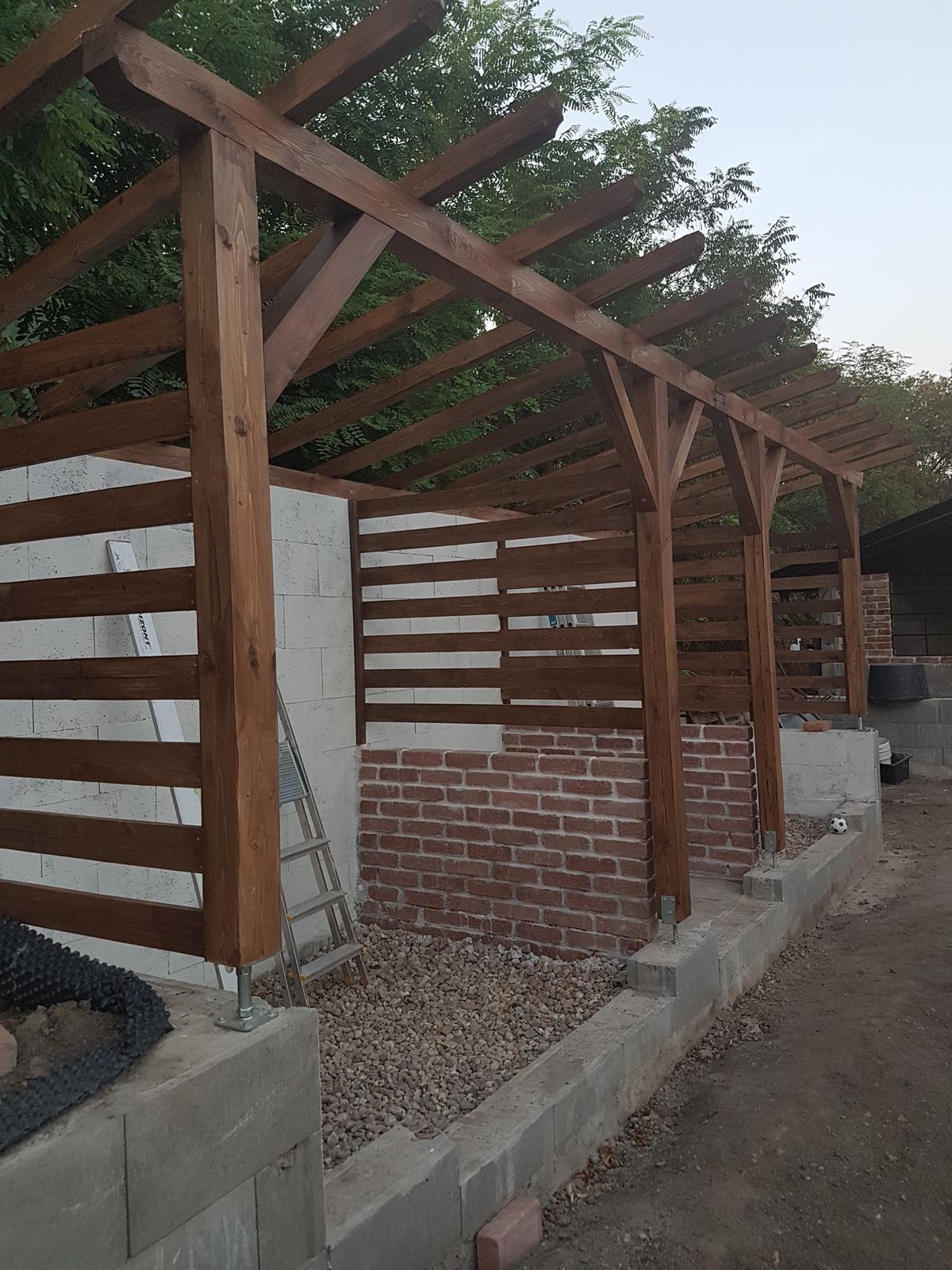 Drevník a kafé kútik - projekt roku  2018 - Kóje sú dokončené, škrtám ďalší bod.