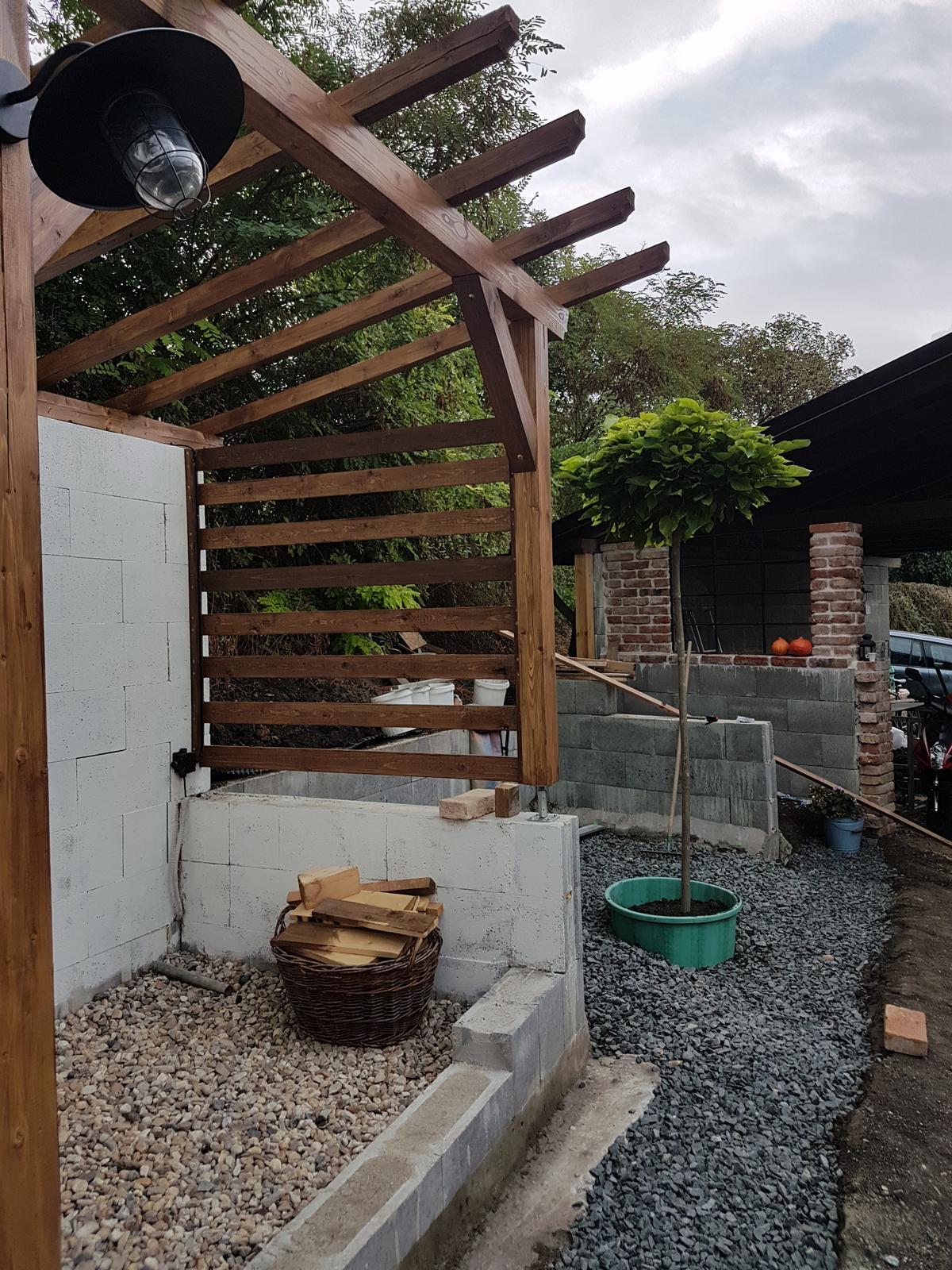 Drevník a kafé kútik - projekt roku  2018 - A je v zemi