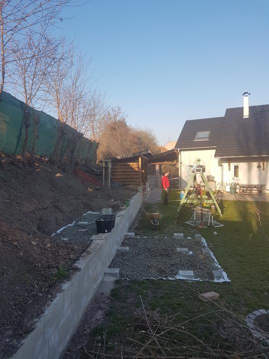 Základy pod domček sú pripravené, najbližšie nasleduje už montáž.