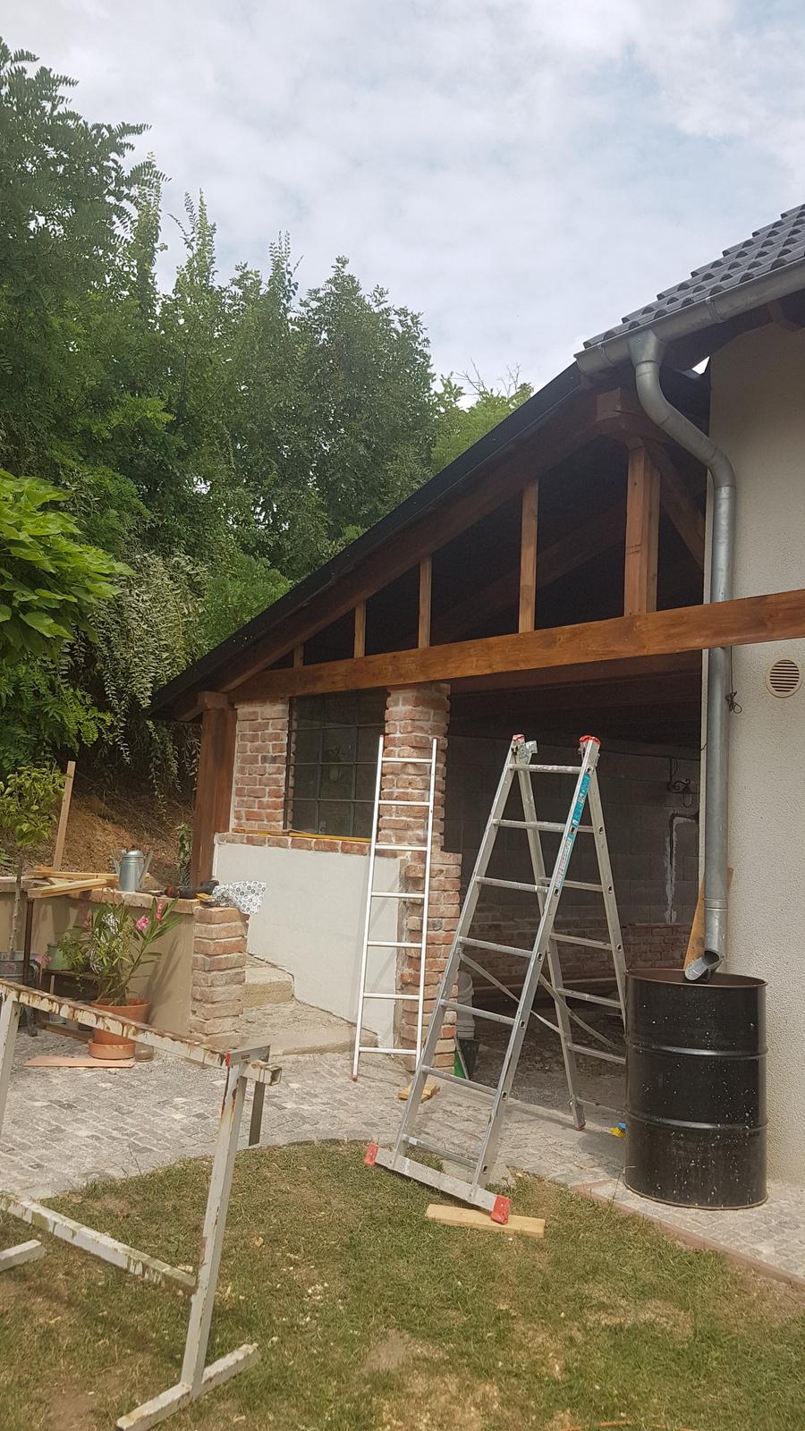 Garážové stánie - projekt r. 2017 - Prvá doska privŕtaná