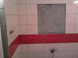 zde bude zrcadlo, nalevo skříňka s košem naprádlo, pod zrcadlem umyvadlo a napravo sprchový kout.