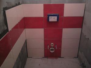 Tak a tady záchod, bohužel nám nevyšly červené obklady, tak musíme čekat až příjdou.