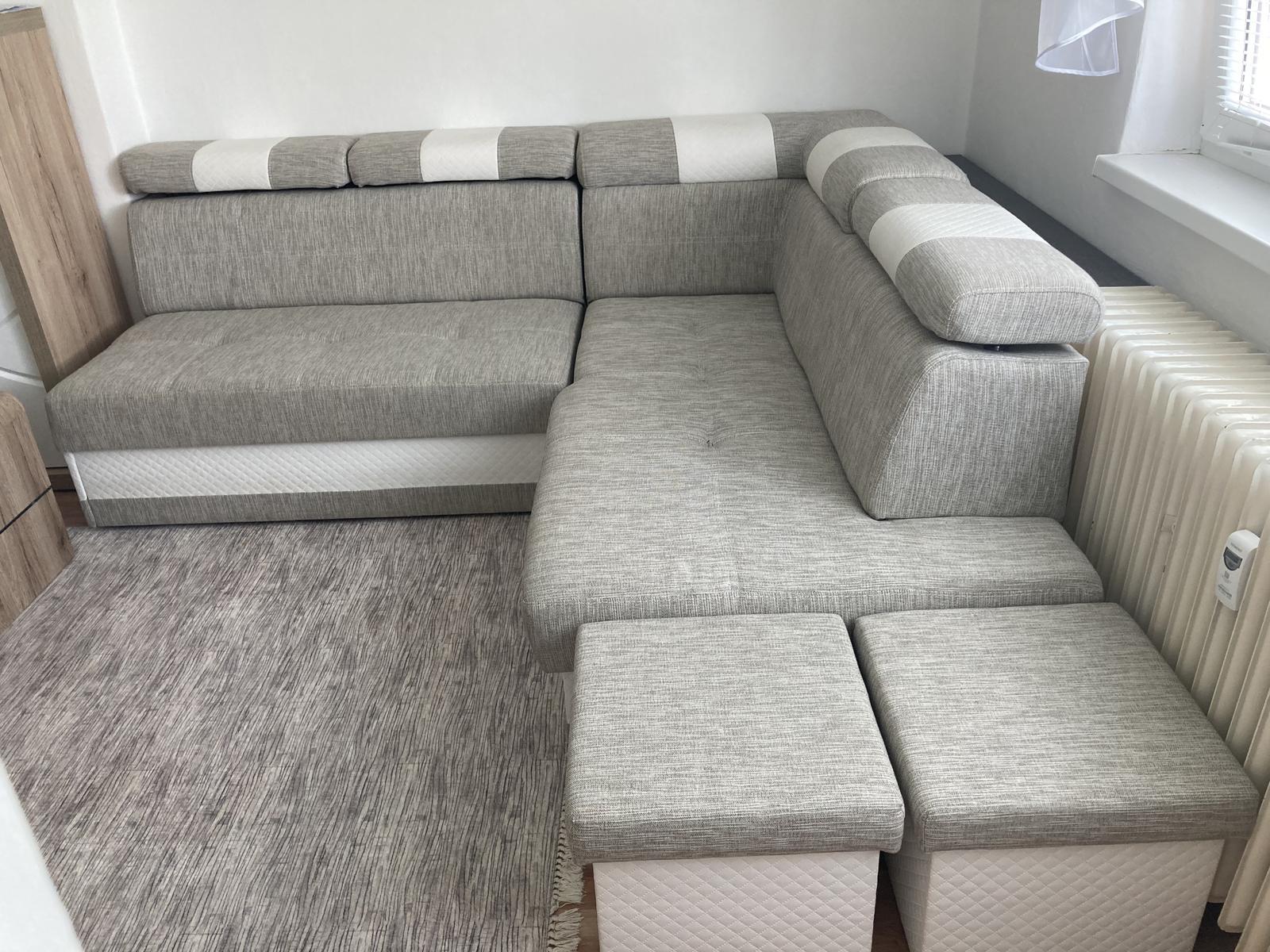 Rozkladací gauč s úložným priestorom a taburetky - Obrázok č. 1