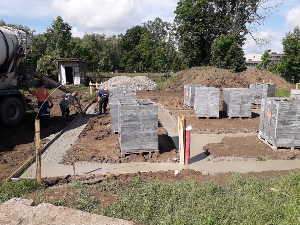 Stavba od výkopu po lustr - Betonování pásů 11.6.2020