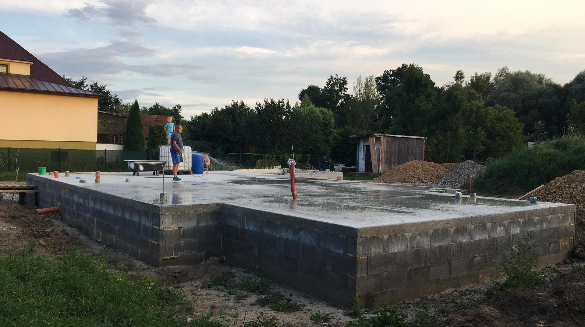 Stavba od výkopu po lustr - Deska 6.8.2020
