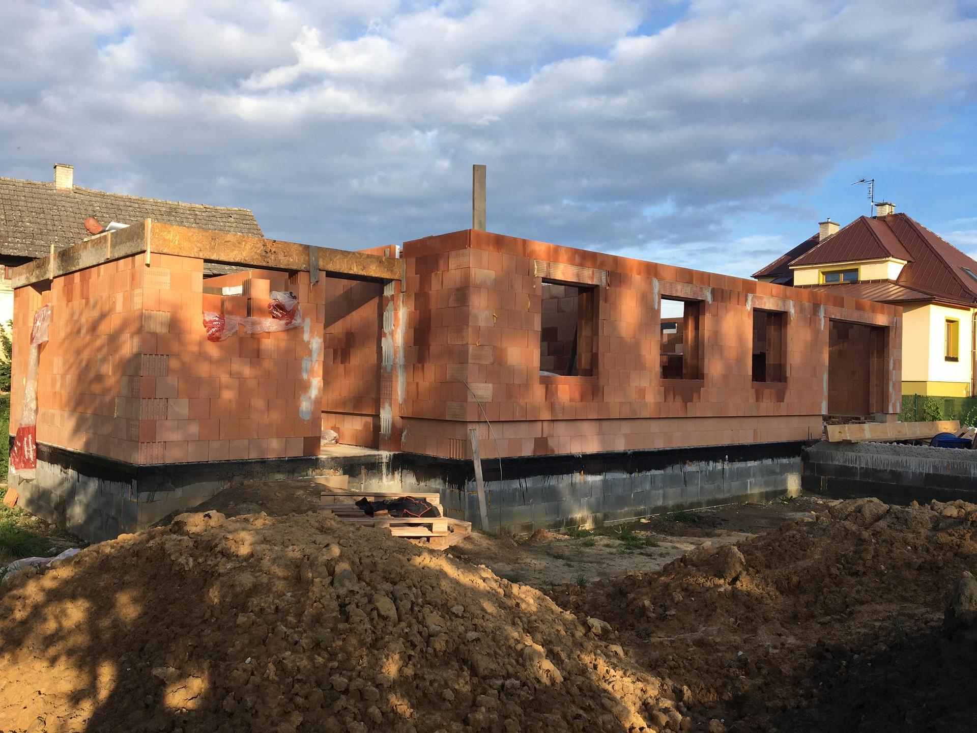 Stavba od výkopu po lustr - Před vylitím věnce 10.9.2020