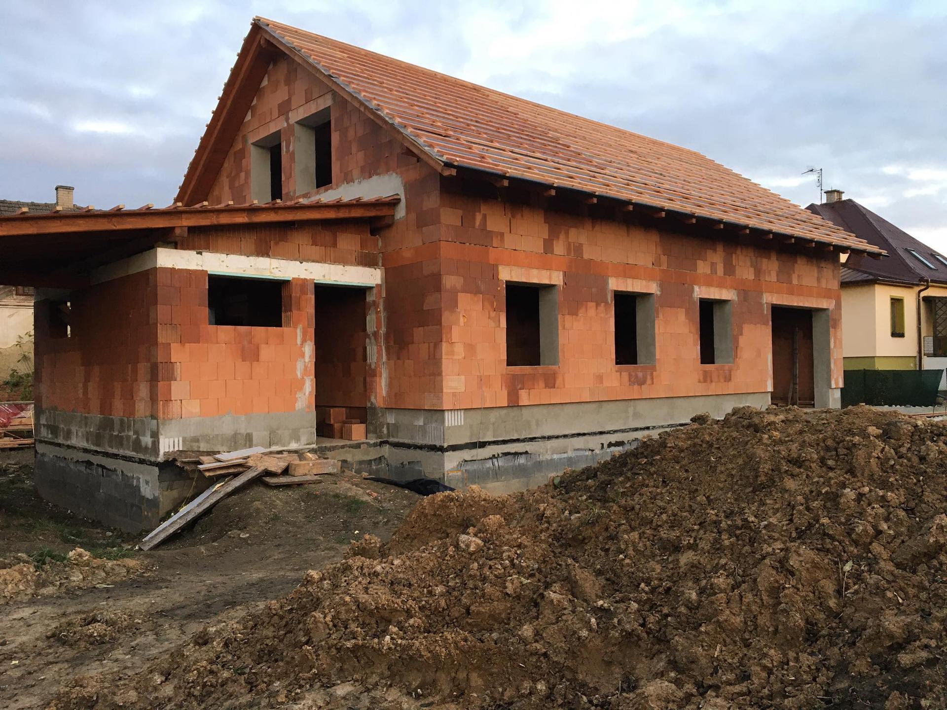 Stavba od výkopu po lustr - Čekáme na krytinu