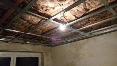 Konstrukcia v dalsej izbe hotova, a uz aj svietime vo vnutry :)))