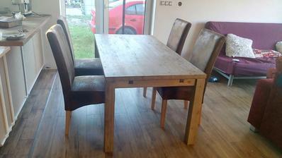KOnečne jedálenský stôl