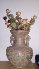 váza, do které pravidelně přidávám růže od manžela