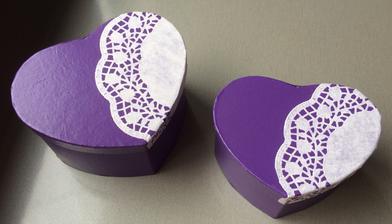 Krabičky na čokoládové kuličky a mince.